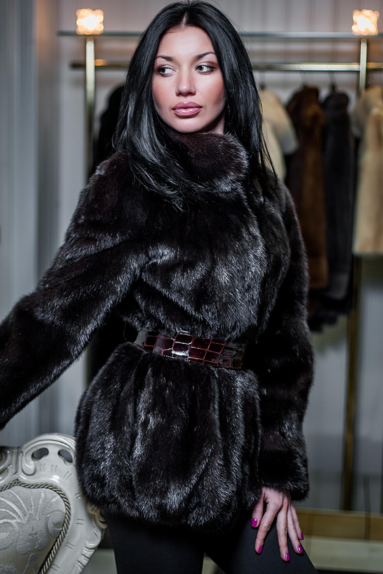 Шубы женские зимние. Модные женские шубы и полушубки осень-зима 2016 ... 6eedc85c79d